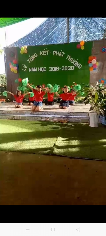 các bé lớp chồi múa