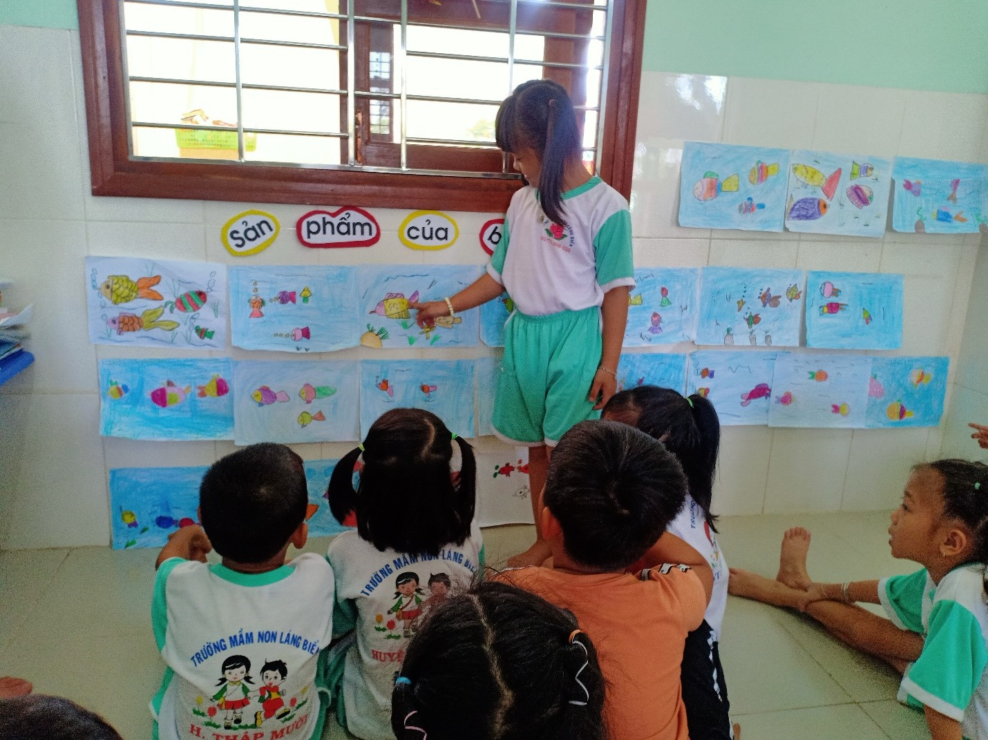 Cho trẻ nói lên ý tưởng của mình thông quả sản phẩm của mình và bạn
